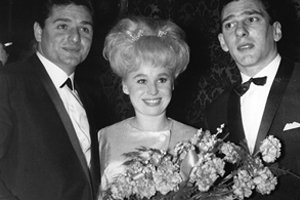 Barbara Windsor with Ronnie Knight and Reggie Kray